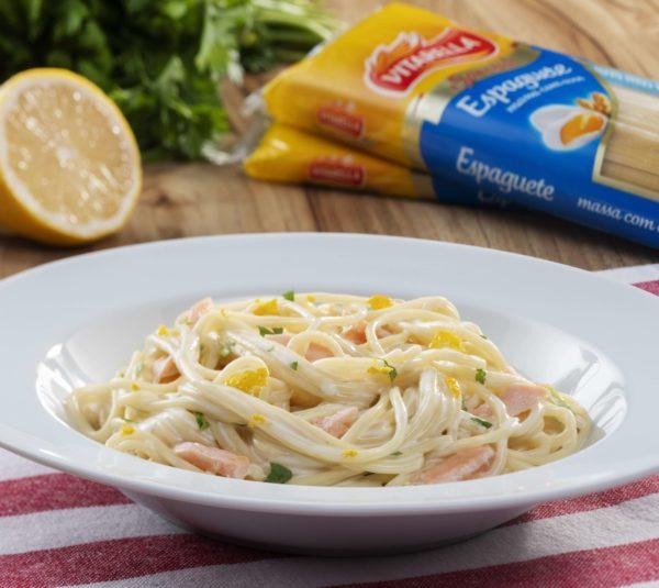Espaguete com Salmão e toque de Limão siciliano