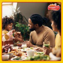 Que o dia de hoje una pais e filhos em torno da mesa. Que vocês celebrem as diferenças...